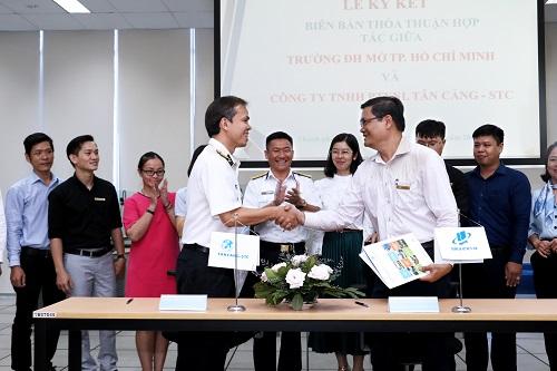 Trường Đại học Mở TPHCM ký kết đào tạo trực tuyến cho Công ty Tân Cảng – STC